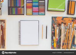 bureau d ordre lieu de travail peintre en vue de côté d ordre photographie undrey