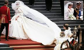 princess diana u0027s wedding dress by elizabeth emanuel daily mail