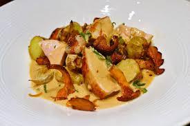 par quoi remplacer le vin jaune en cuisine la recette du fameux poulet grillé aux girolles et crème au vin jaune