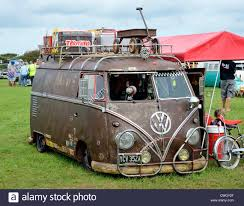 volkswagen minibus camper a vw camper van at a volkswagen rally in cornwall uk stock photo