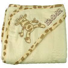 fauteuil bebe avec prenom cadeau naissance doudou girafe cape de bain brodée au prénom