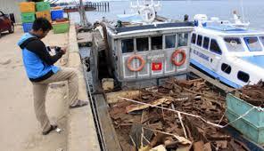 Besi Scrap bea cukai segel kapal bermuatan scrap ilegal harian kepri