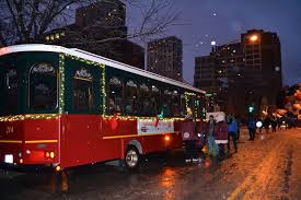 holiday lights trolley chicago festive spotlight shines on chicago trolley s holiday lights tour