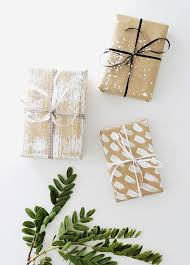 rustic christmas wrapping paper best 25 gift wrapping ideas for christmas brown paper ideas on