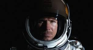 Con una passione immensa per i confini estremi, soprattutto aerei, il Pilota del Red Bull Stratos, Felix Baumgartner, è un esperto paracadutista meglio ... - felixbaumgartner