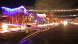 Zoo Lights Phoenix Arizona by Gilbert Neighborhood U0027s Light Display Wins Abc U0027s U0027the Great
