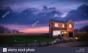 Ziegelhaus Ziegelhaus Gegen Sonnenuntergang Himmel Stockfoto Bild 48908606
