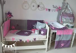 deco chambre bebe fille gris décoration chambre bébé fille blanc violet vif gris pois