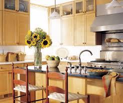 light maple shaker cabinets kitchen cabinets