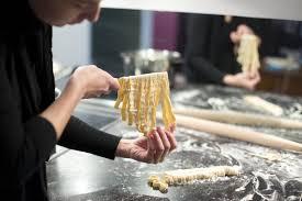 cours de cuisine pour c駘ibataire cours de cuisine pour celibataire ohhkitchen com