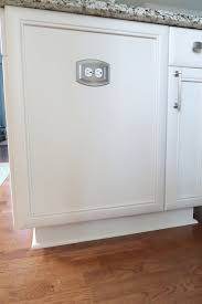 kitchen cabinet baseboards kitchen cabinets chipped or baseboards peeling here s what