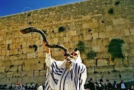 shofar from israel kotel blowing the shofar 0007 israel images top israel photos