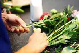 How To Make Floral Arrangements Step By Step 13 Things Your Florist Won U0027t Tell You Reader U0027s Digest