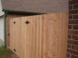 cheap fence panels and discount privacy fence vs quality cedar