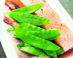 cuisiner des pois gourmands recette pavé de saumon et pois gourmands seb