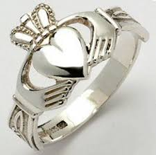 claddagh rings meaning the history and meaning of claddagh rings hubpages