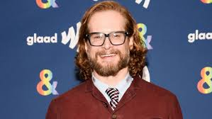 Hollywood S Most Toxic Bromance The Implosion Of Charlie - wesmirch bryan fuller exits apple s amazing stories anthology