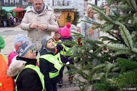Kindergarten Bad Hersfeld Hinschauen Lohnt Sich Kindergartenkinder Schmücken Christbäume