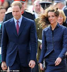 kate middleton pays tribute to princess diana in emotional grave