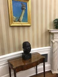 fakenews media falsely reports trump removed mlk bust from oval