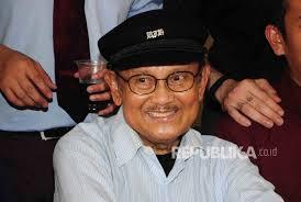biografi bj habibie english mr crack habibie menerbangkan islam republika online