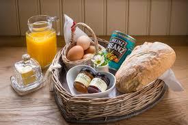 Breakfast Basket Snug Huts Shepherd Huts Wolds Edge