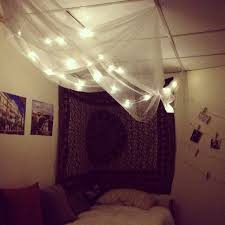 diy cozy for a dorm room canopy made out of sheer curtains from