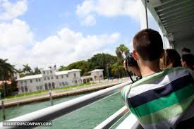 boat tour of the celebrity homes