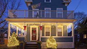 How To Hang Christmas Lights Outside by How Do You Hang Christmas Lights On Vinyl Siding Reference Com