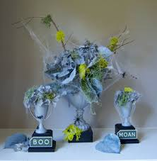 halloween floral centerpieces diy spooky halloween arrangements creativebug blog