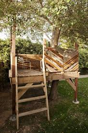 Simple Backyard Tree Houses by Best 25 Tree Deck Ideas On Pinterest Orchard Design Tree House