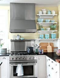 cuisine repeinte en blanc etagere plan de travail cuisine rnove repeinte en blanc et