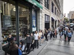 Barnes And Nobles New Releases Hillary Clinton Fans Turn Out In Hundreds For Nyc Book Signing