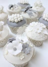 25 cupcake wedding favors ideas best 25 vintage wedding cupcakes ideas on wedding