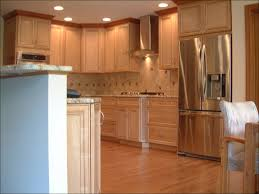 kitchen cabinets with crown molding crown moulding ideas kitchen