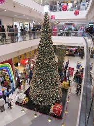 brown christmas tree large file large christmas tree at mall chennai jpg wikimedia