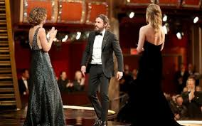 brie larson casey affleck brie larson s refusal to applaud oscar winner casey affleck spoke