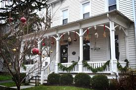 Christmas Decorations For Exterior Of House by 11 New Uses For Old Christmas Ornaments