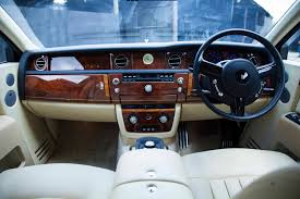 bentley mulsanne vs rolls royce phantom diamond luxury travel
