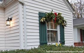 christmas swags for outdoor lights christmas decorating ideas for porches doors and windows