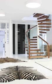 garde corps bois escalier interieur escalier hélicoïdal comme élément décoratif à la maison
