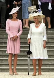 what to wear with a light pink dress kate middleton s favourite dress the duchess wears blue emilia
