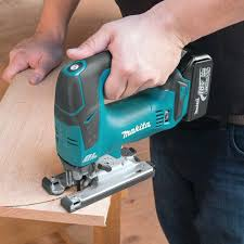 How To Cut Laminate Flooring With A Jigsaw How To Use A Jigsaw To Cut Pro Construction Guide