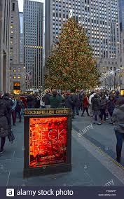 the christmas tree rockefeller center manhattan new york city
