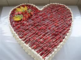 hochzeitstorte erdbeeren erdbeer herz gâteaux de mariage herzchen