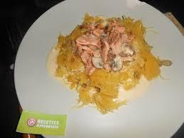 cuisiner courge spaghetti courge spaghetti façon carbonara au saumon
