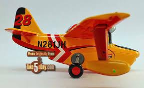 disney planes fire u0026 rescue u2013 disney store dipper u0026 firefighter