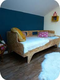 lit avec des palettes chambre lit palette enfant tutos pour fabriquer une taate de lit