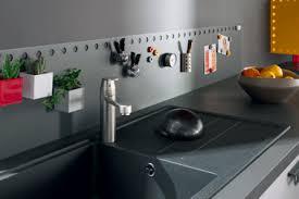 ustensiles de cuisine en c crédence cuisine gris anthracite aimantée socoo c