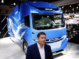 electric semi truck daimler unveils electric heavy duty truck concept business insider